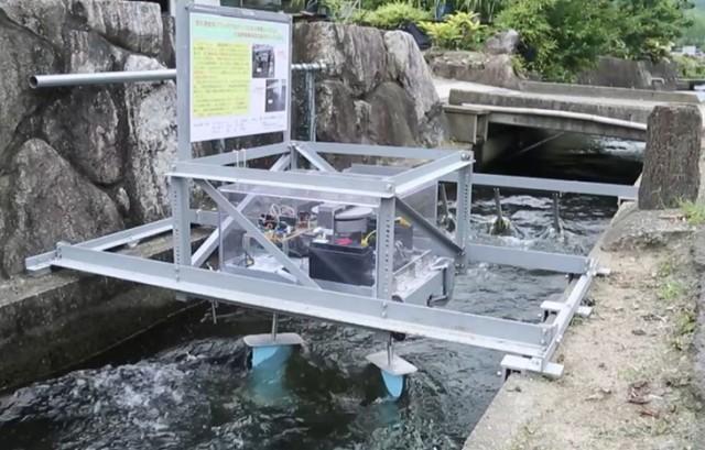 佐賀県唐津市水路での設置試験の様(協力:㈱技術開発コン サルタント(福岡市)
